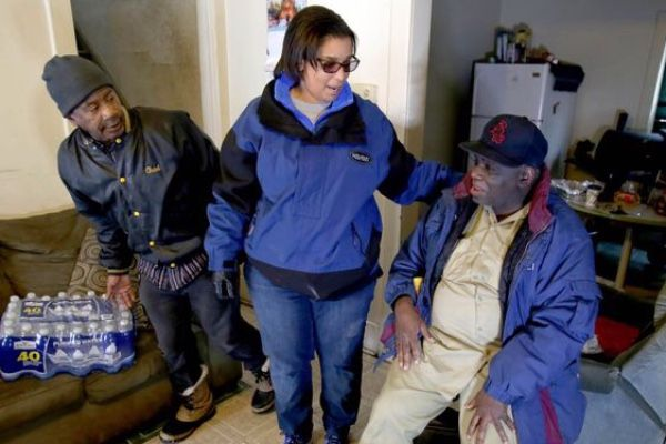 Woman moves to Flint, chooses to stay to help water crisis victims